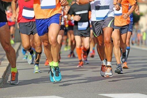 imagen de varios corredores de un maratón