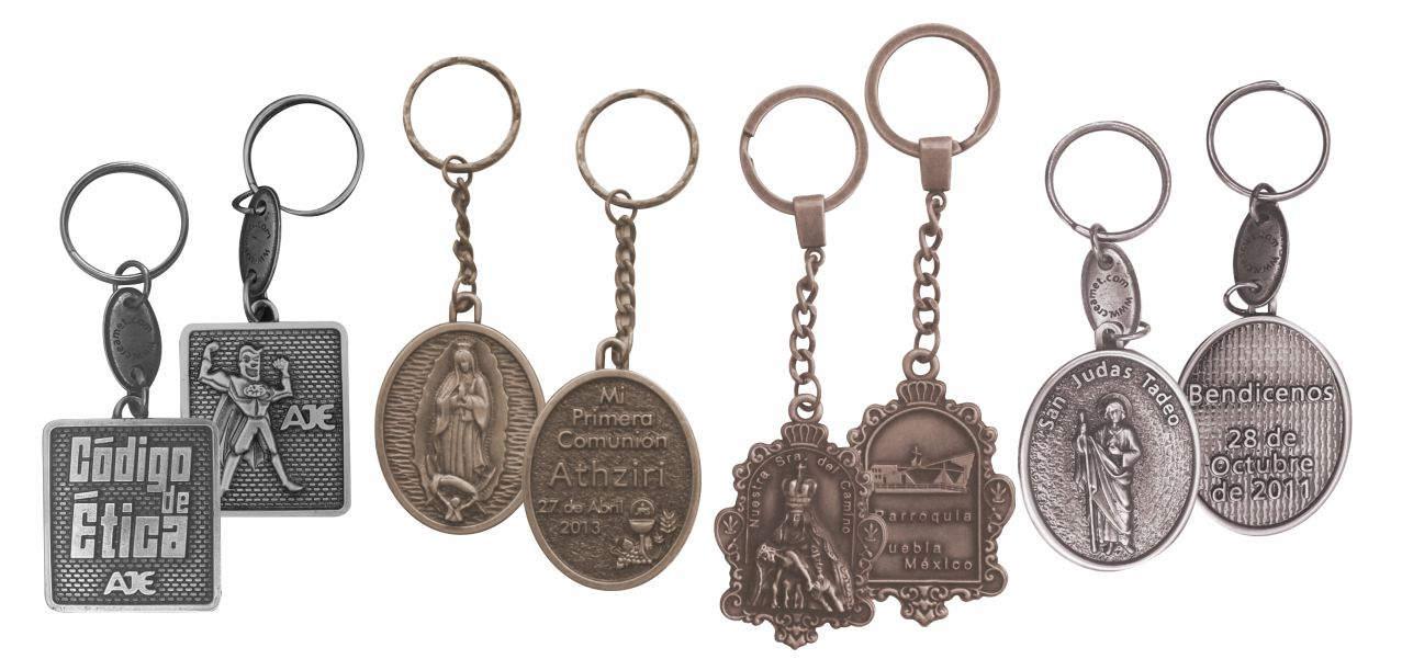 Imagen con 4 llaveros personalizados, usados como artículos promocionales para empresas, como recuerdo de primera comunión, de La Parroquia del Camino en Puebla y San Juan Tadeo