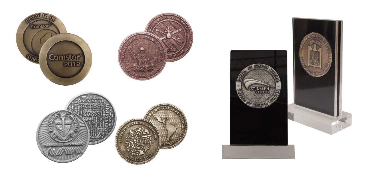 Imagen de monedas personalizadas de varias empresas, dos con bases de acrílico