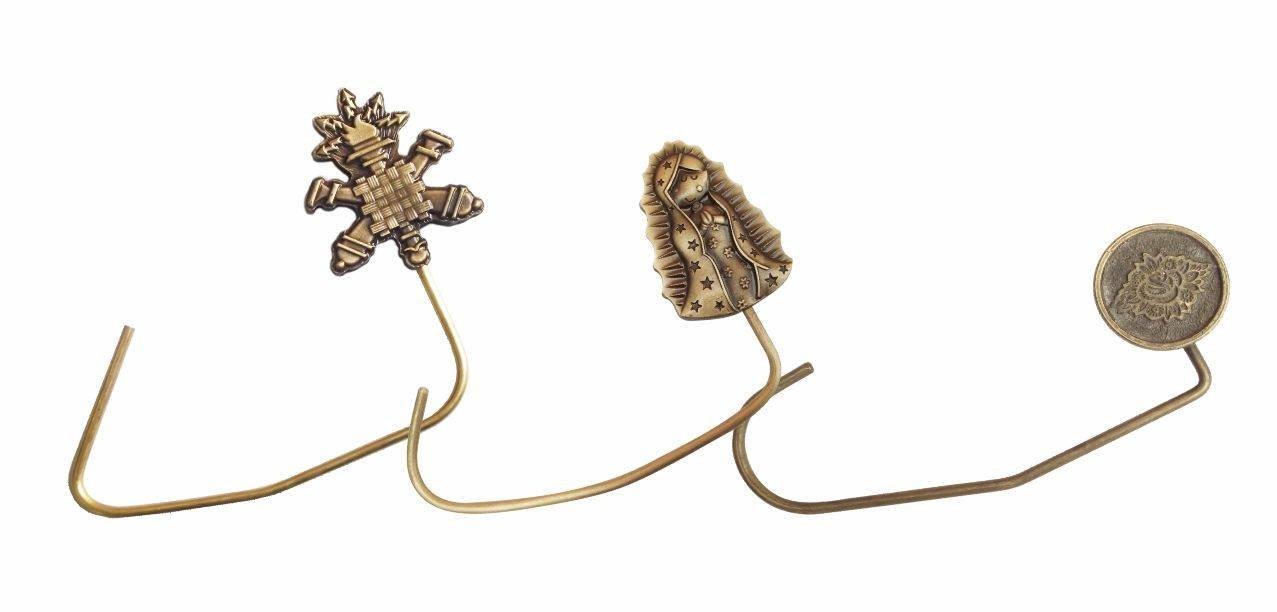 3 portabolsas dorados, el central con la imagen de la virgen